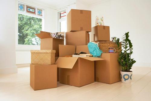 Odpowiednio zapakowane kartony ułatwią cały proces przeprowadzki.
