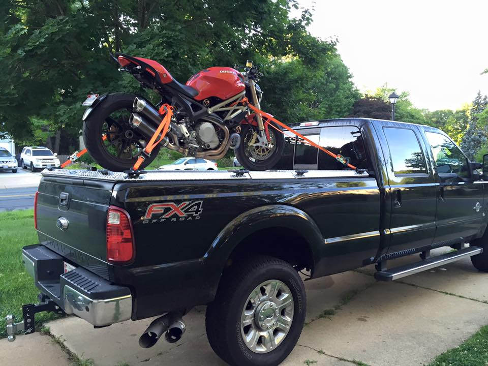 Przykład poprawnie zamontowanego motocykla.
